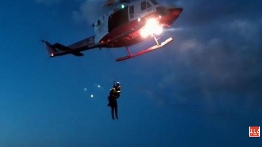 Herido grave un hombre de 79 años tras caer sobre las rocas en la playa de Joyel