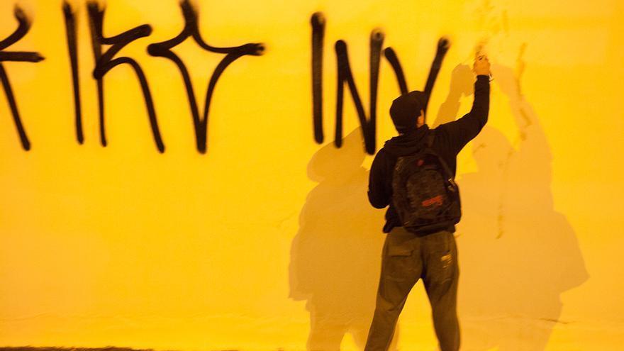 Un pixador de Sao Paulo pintando una fachada de la ciudad / Flickr Circuito Fora do Eixo