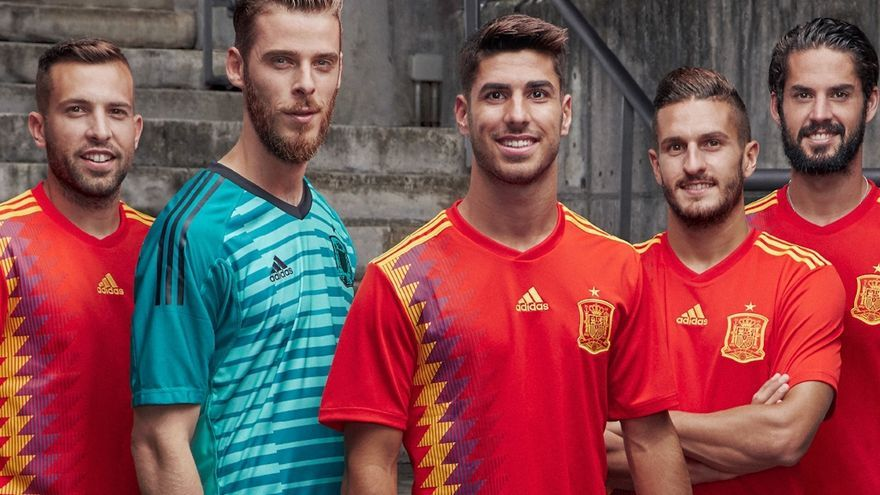 """Federación Española de Fútbol y Adidas aseguran que la camiseta de España está """"fuera de cualquier connotación política"""""""