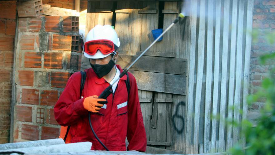 Desinfección a domicilio contra la COVID-19 gracias a voluntarios en Bolivia