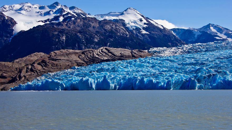 lago y Glaciar Grey, una de las atracciones naturales del Parque Nacional Torres del Paine. VIAJAR AHORA