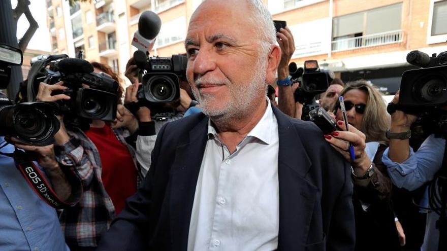 Interior cesa a un mando policial que invitó a Cotino a la presentación de un libro