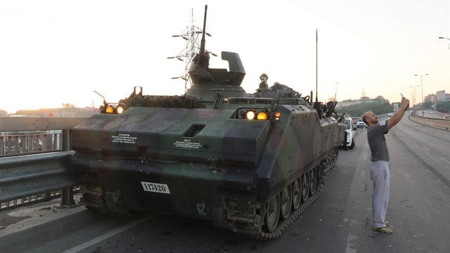 La comunidad internacional condena el intento de golpe y apoya la legalidad en Turquía