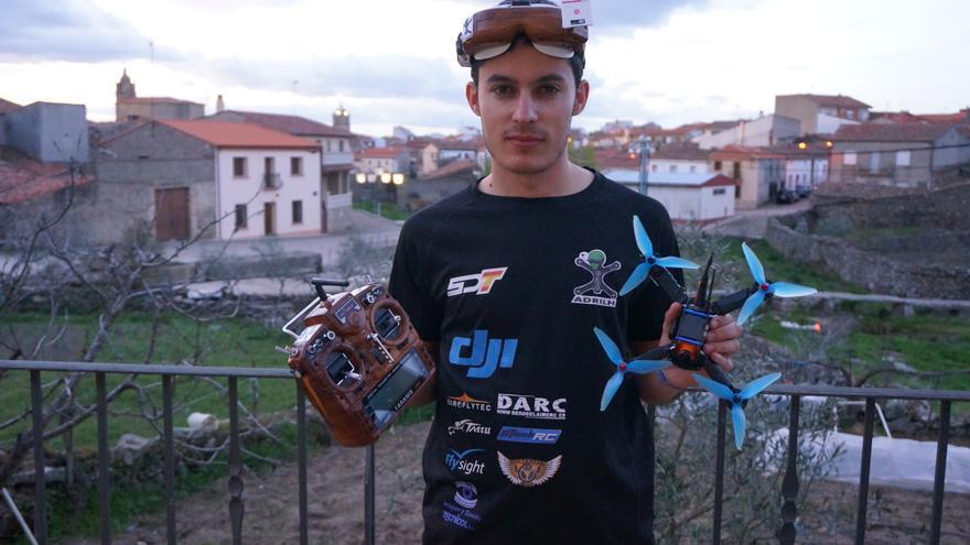 Adrián López ha montado su propia tienda 'online' de venta de drones