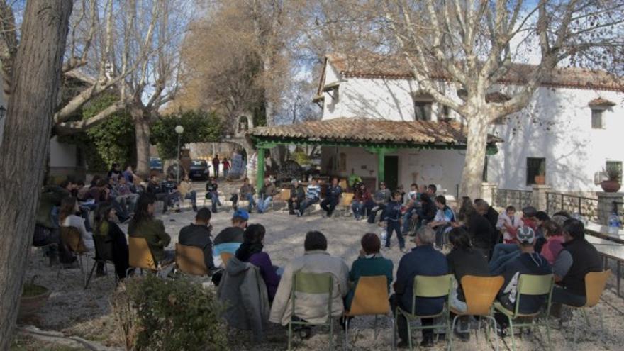 Una de las asambleas de la asociación en la finca El Batán. / Garaldea