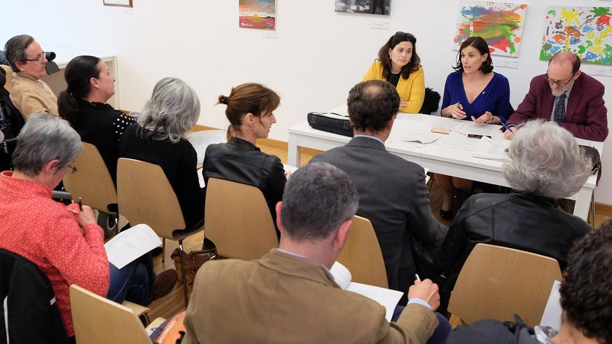 Miriam Díaz, Gema Igual y Enrique Álvarez en un Consejo Municipal de Cultura.