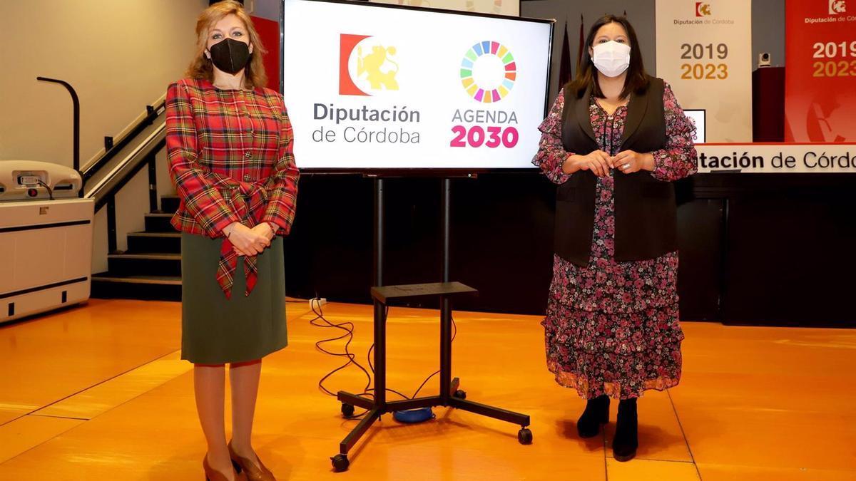 La presidenta del Instituto Provincial de Desarrollo Económico, Dolores Amo (dcha.), acompañada por la presidenta de AEMO, Ana María Romero, en la presentación de la cata de aceite online.