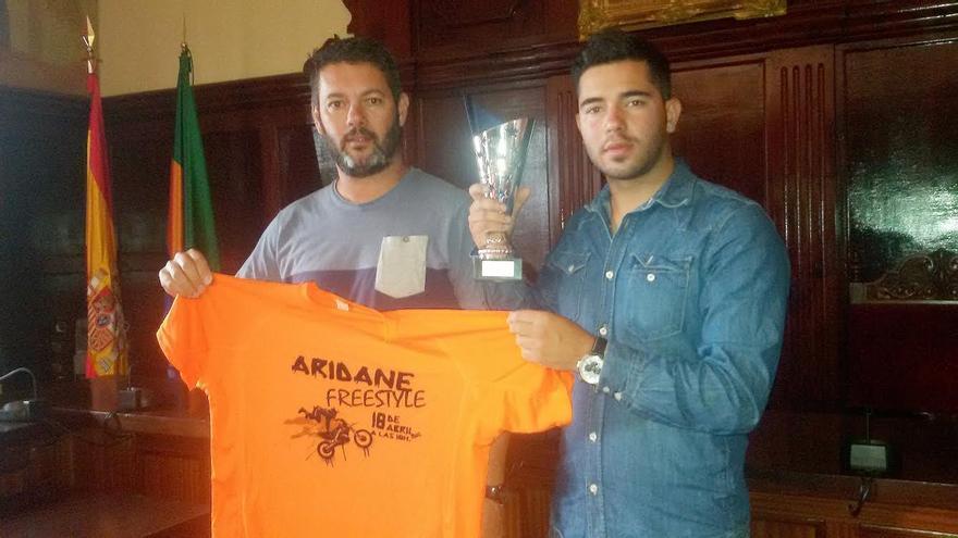 Alberto Pérez Brito ha sido el ganador del concurso de las mejores fotografías realizadas por el público asistente al espectáculo de motos freestyle celebrado en Los Llanos.