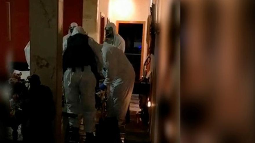 La Guardia Civil evacúa a una mujer con síntomas de COVID-19 que no quería abandonar su domicilio en Icod de los Vinos