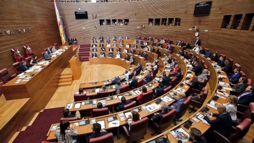 Los diputados de Vox juran el cargo en Les Corts Valencianes por Dios y por España