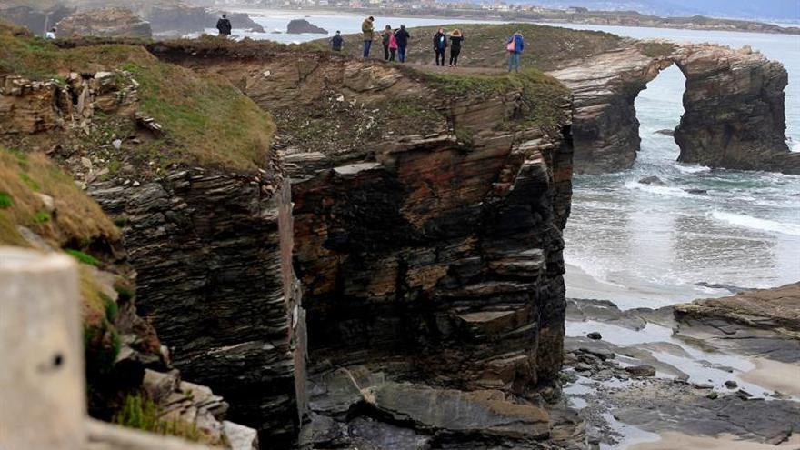 Abierta de nuevo al público la playa de As Catedrais tras la muerte de una joven