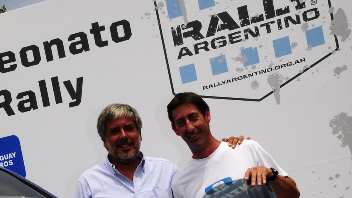 Archivo. Jorge Pérez Companc, junto al piloto de Rally Federico Coyote Villagra. El automovilismo es una de las pasiones del empresario.