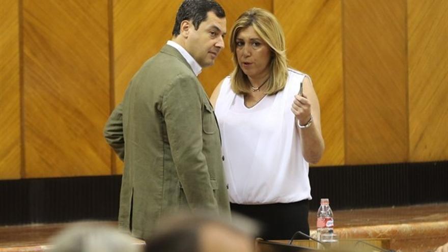 Juan Manuel Moreno, presidente de la Junta de Andalucía, con Susana Díaz, líder de la oposición.