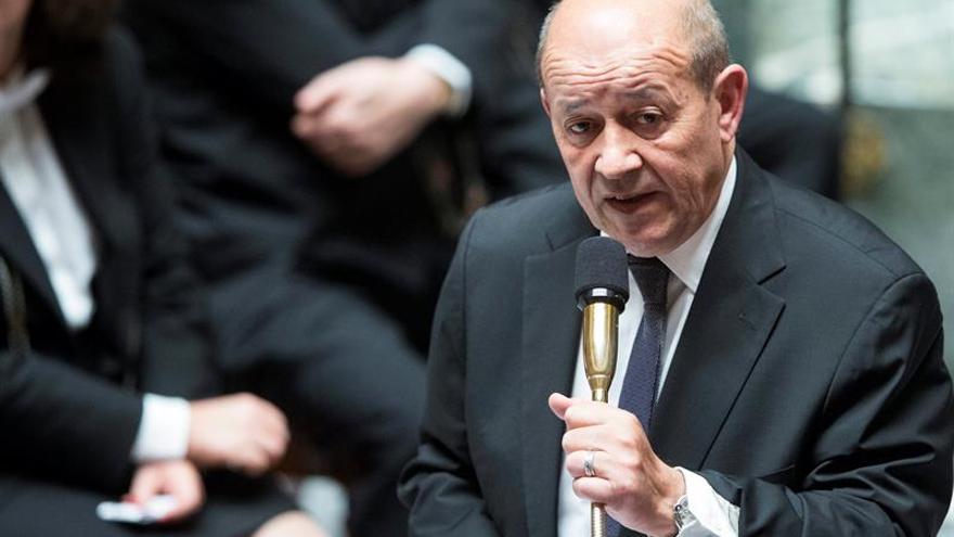 """Francia bombardea nuevos objetivos para acabar con el """"cáncer"""" del EI"""