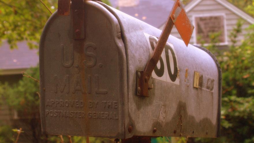 ¿Cuáles son las características de los correos electrónicos escolares?