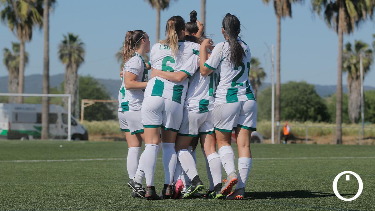 Las jugadoras del Córdoba Femenino celebran un gol.