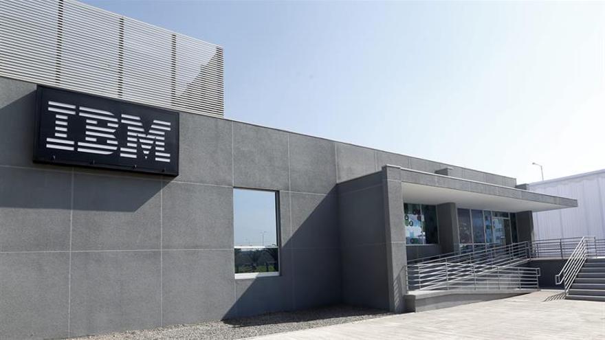 Los beneficios semestrales de IBM bajan un 21,8 % respecto del año anterior
