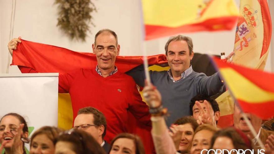 Militantes de Vox celebrando los resultados | ÁLEX GALLEGOS