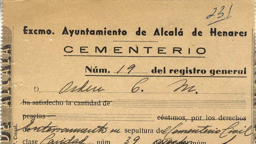 Recibo del Cementerio Municipal que confirma el enterramiento de Manuel Lozar Feliz el 16 de enero de 1945 en el cuartel de Caridad. | ARMHADH