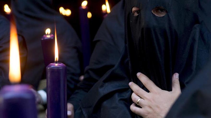 Solidaridad con las monjas en forma de túnicas