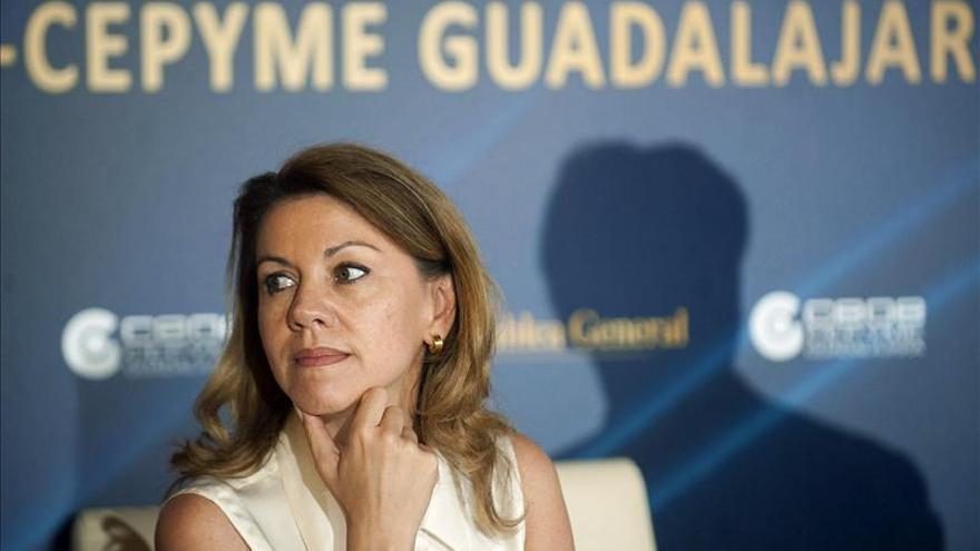 Cospedal ganó 61.213 euros netos en 2012, cien mil menos que un año antes