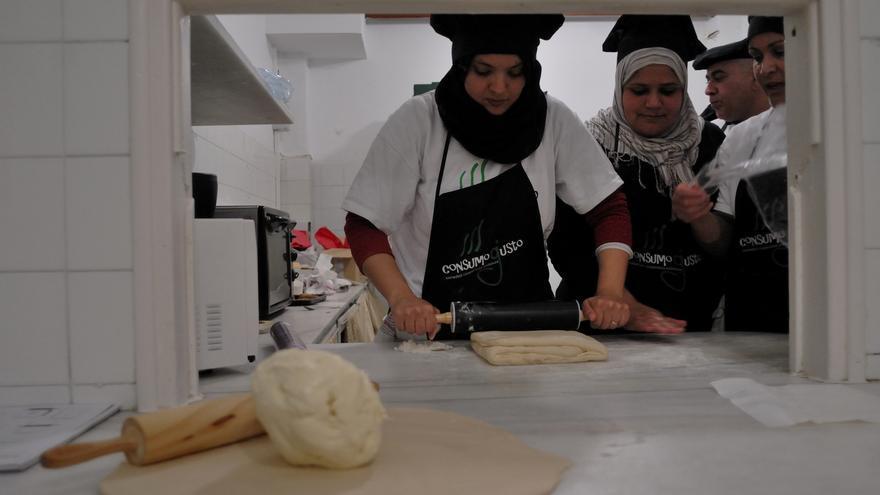 Participantes en uno de los cursos de cocina impartidos por Consumo Gusto.