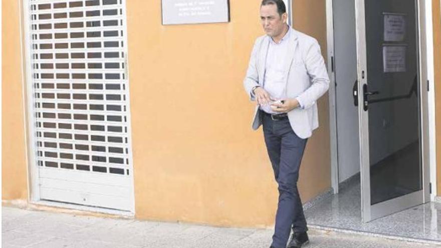 El líder del PSOE de Fuerteventura intenta justificar un pago de 100.00 euros con una 'factura' fechada un 30 de febrero