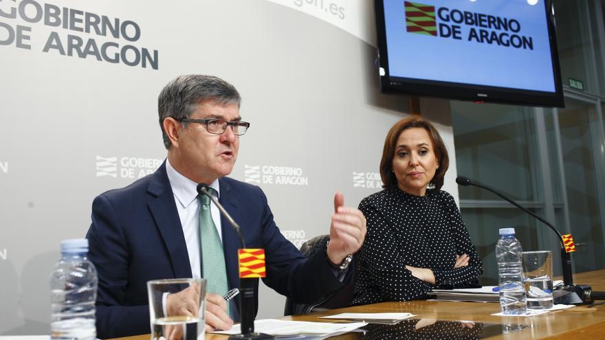 El consejero de Presidencia, Vicente Guillén, y la consejera de Educación, Mayte Pérez.