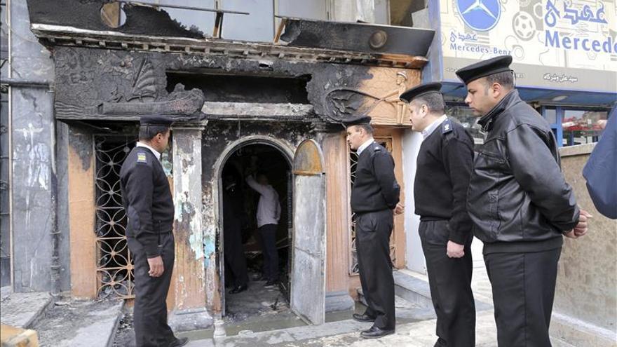 Detienen a dos jóvenes por el ataque a bar de El Cairo que causó 16 muertos