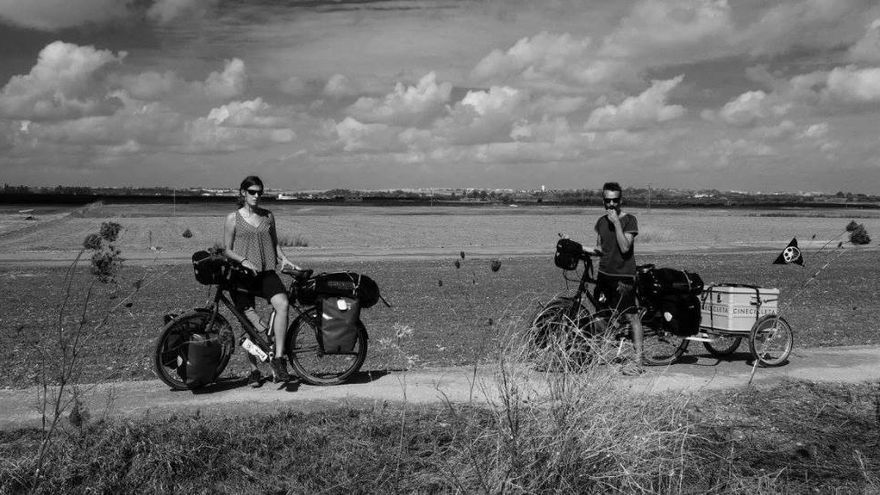 Isabel y Carmelo son los promotores de 'Cinecicleta', el proyecto que recorre España