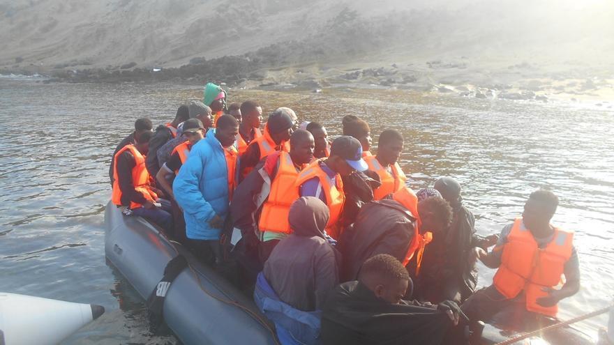 Ascienden a 102 personas, entre ellas una niña, las rescatadas a bordo de tres pateras en el Mar de Alborán