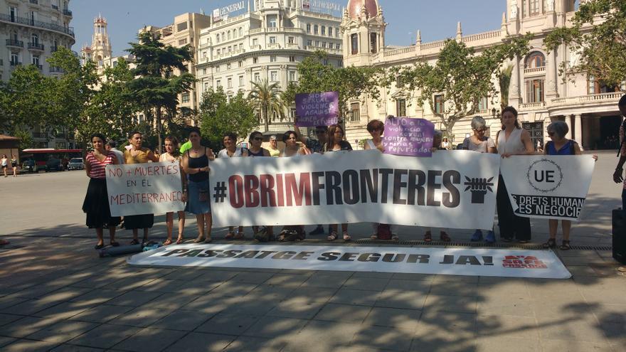Presentación de la caravana por los derechos humanos en la Plaza del Ayuntamiento