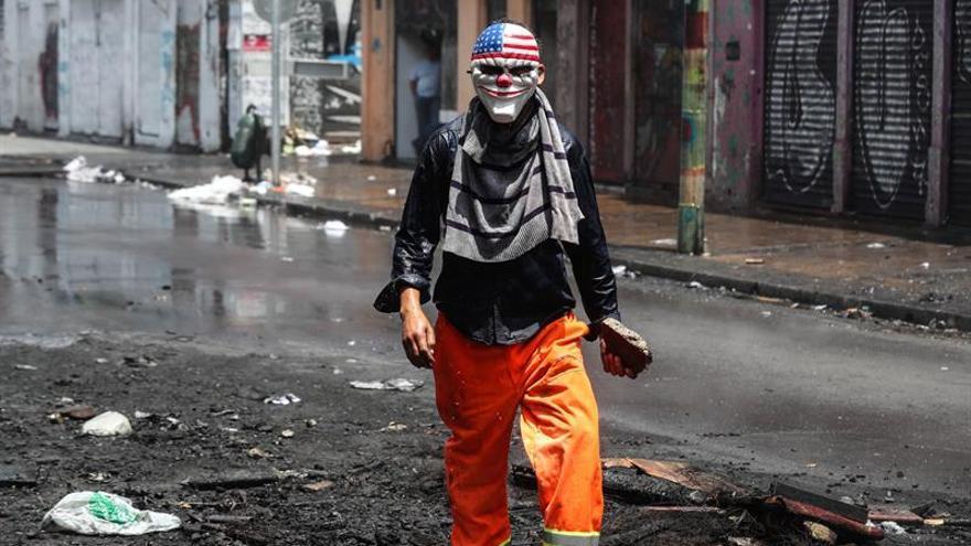 Estibadores chilenos rechazan acuerdo y se agravan los disturbios en Valparaíso