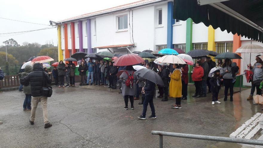Protesta contra el cierre de la escuela unitaria de Carnoedo (Sada) a finales de 2018