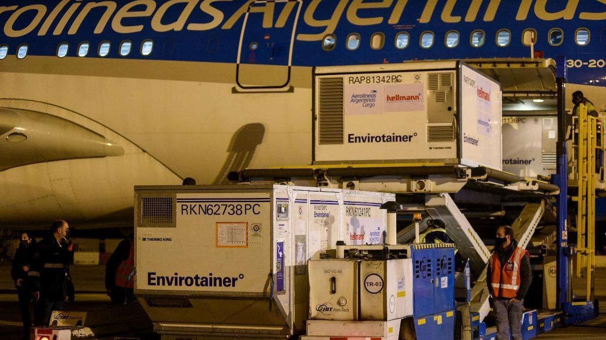 Este lunes llegaron vacunas AstraZeneca y Sinopharm
