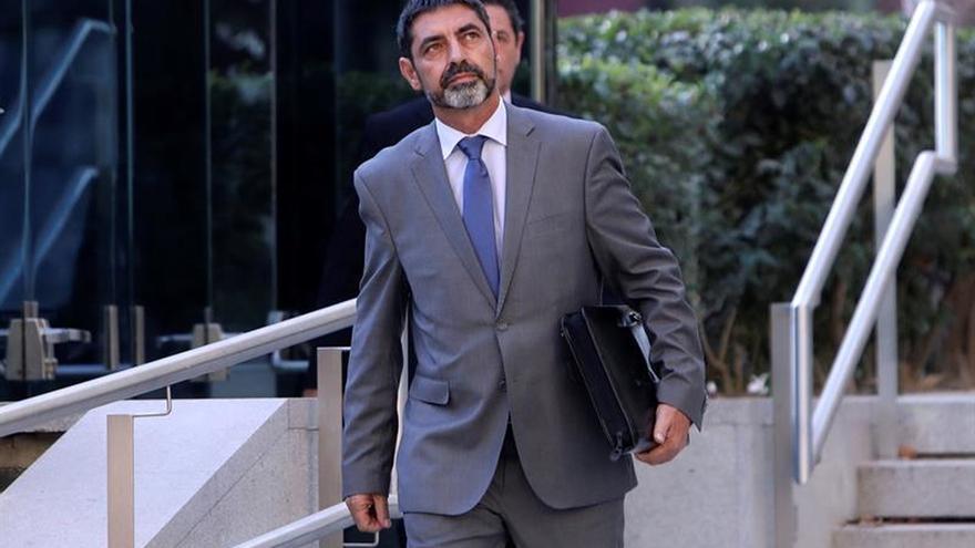 Trapero, ovacionado al volver al trabajo tras declarar ayer en la Audiencia Nacional