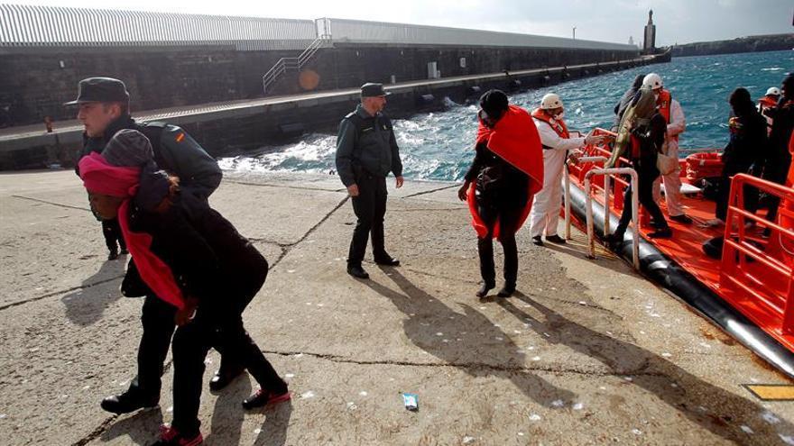 Rescatada una patera con ocho inmigrantes en la costa de Tarifa (Cádiz)