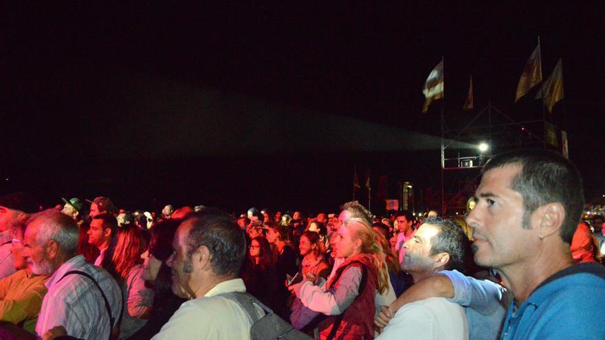Público durante la actuación de La Chiva Gantiva en el Womad Fuerteventura 2014 | Iago Otero Paz