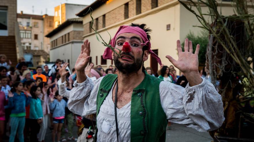 Pasacalles Peliagudo durante el Estoesloquehay celebrado en Tardienta.