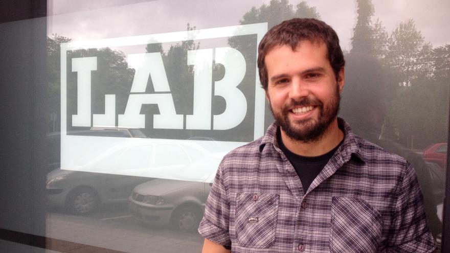 El portavoz de LAB en Navarra, Igor Arroyo, en la sede del sindicato.