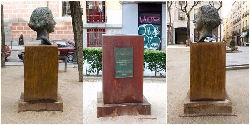 Imágenes del busto de Clara Campoamor (izda. y dcha.) y del estado actual del pedestal (centro) | SOMOS MALASAÑA