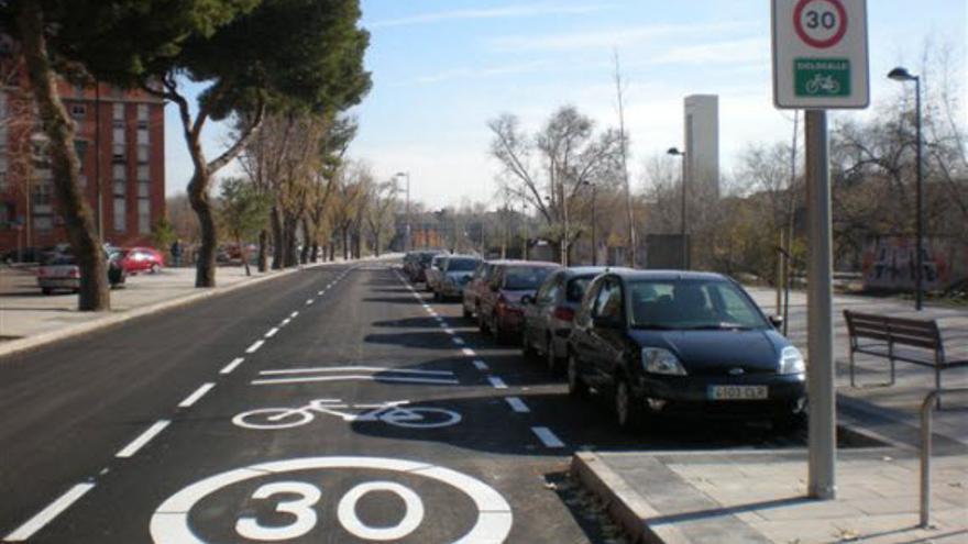 Carril compartido entre coches y bicicletas.