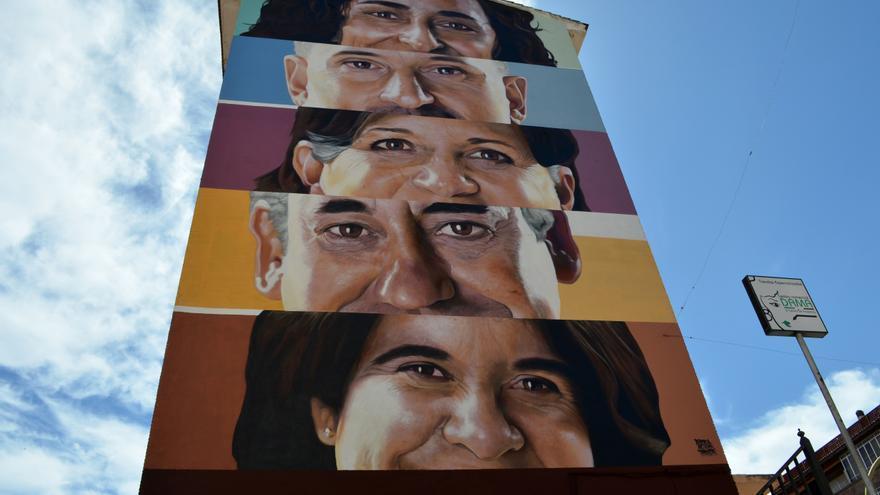 """Un gran mural en Plasencia plasma la mirada de los """"héroes"""" de la pandemia"""