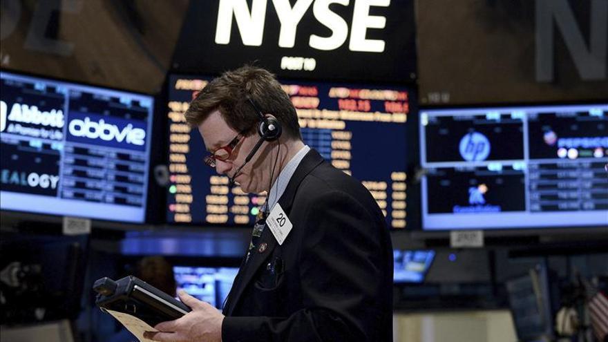 Wall Street abre con una baja del 0,41 por ciento por mediocres datos macroeconómicos