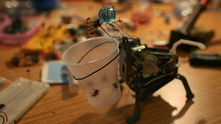 Proyecto Hormiga Interatibus desarrollado en el taller Interactivos?'09: Ciencia de garaje