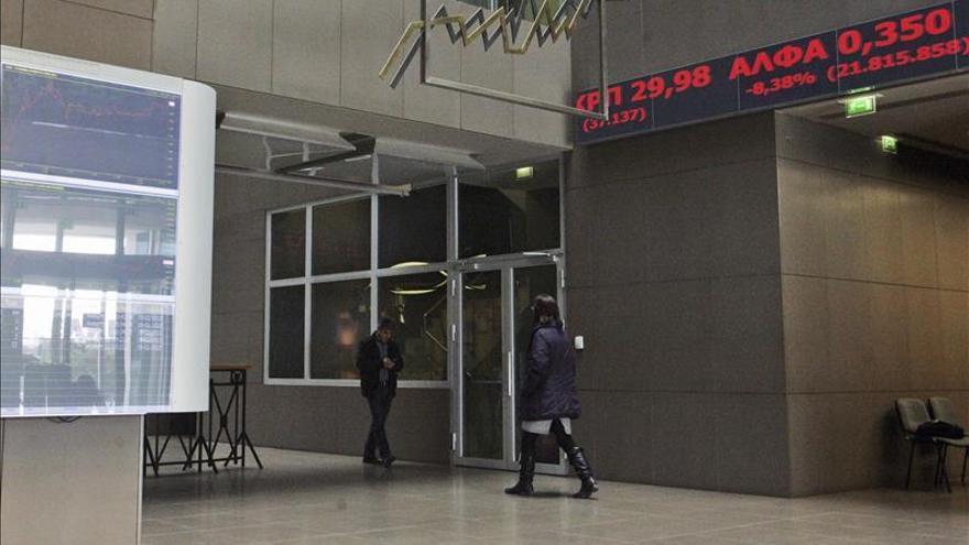 La Bolsa de Atenas abre con fuertes caídas tras la declaración del Gobierno
