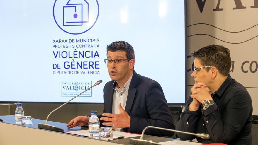 Jorge Rodríguez i Isabel García durant la presentació de la nova xarxa