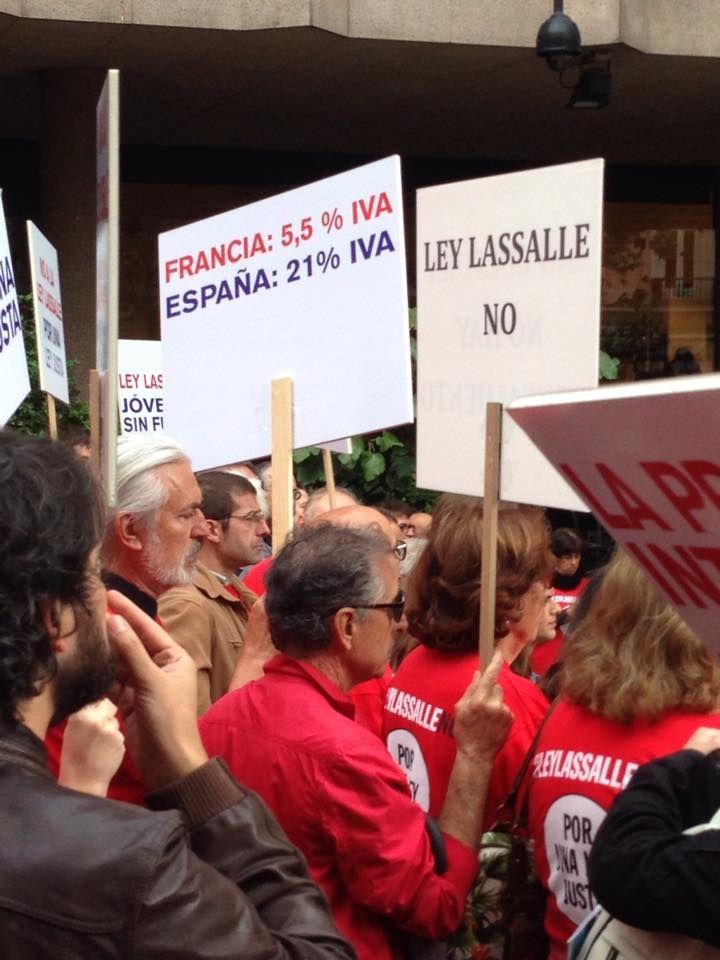 Pancartas contra la Ley Lassalle | Fotografía: David Penn
