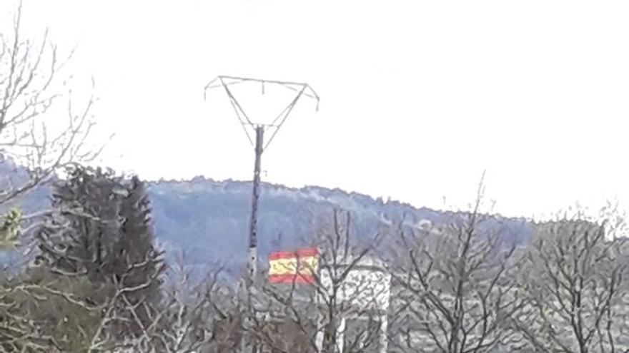 Bandera española en la finca de los Suanzes, en Cabanas
