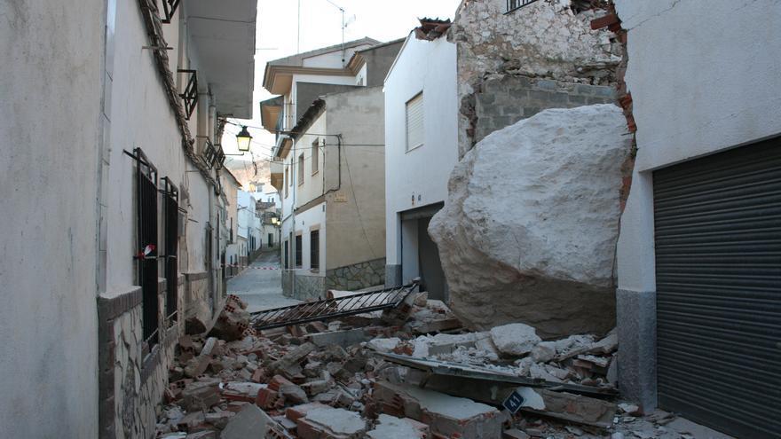 La roca caída sobre diez viviendas en Alcalá de Júcar